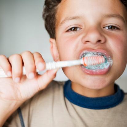kid-brushing-his-teeth