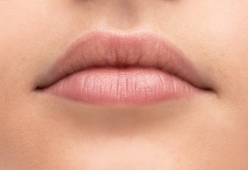 what causes chapped lips, 4 reasons your lips are dry